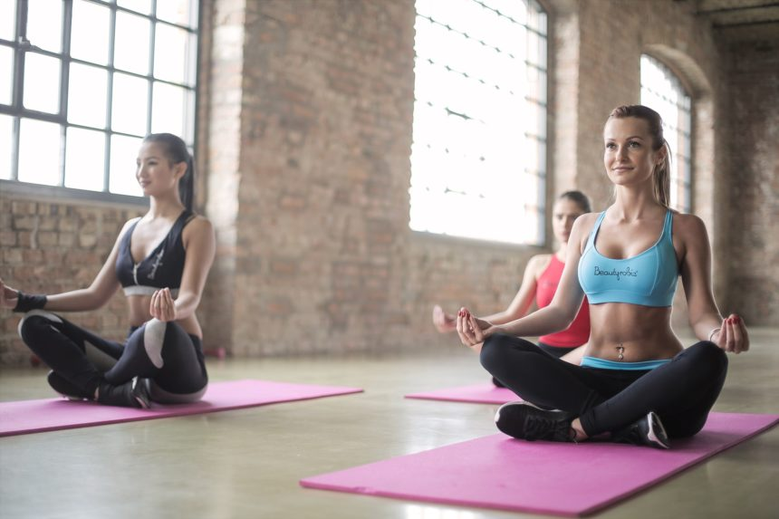 7 Reasons to Practice Yoga Outside Instead Inside